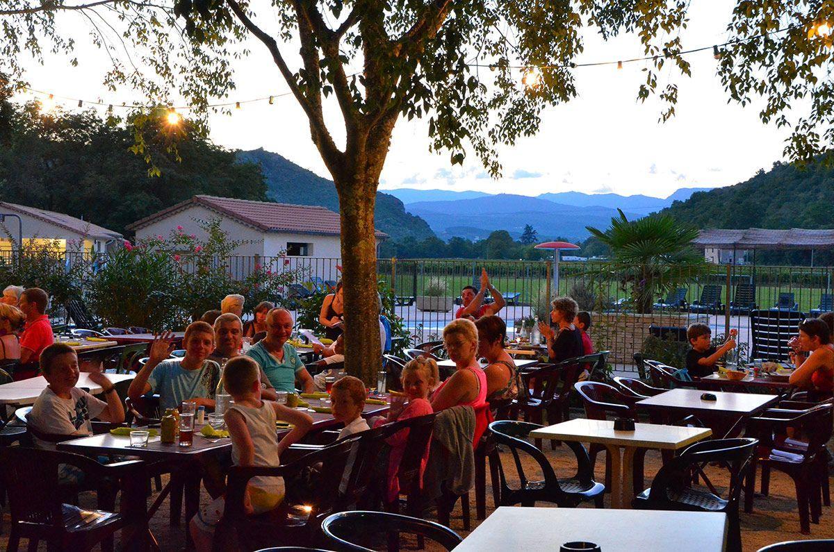 Dîner au restaurant du camping au sud de l'Ardèche